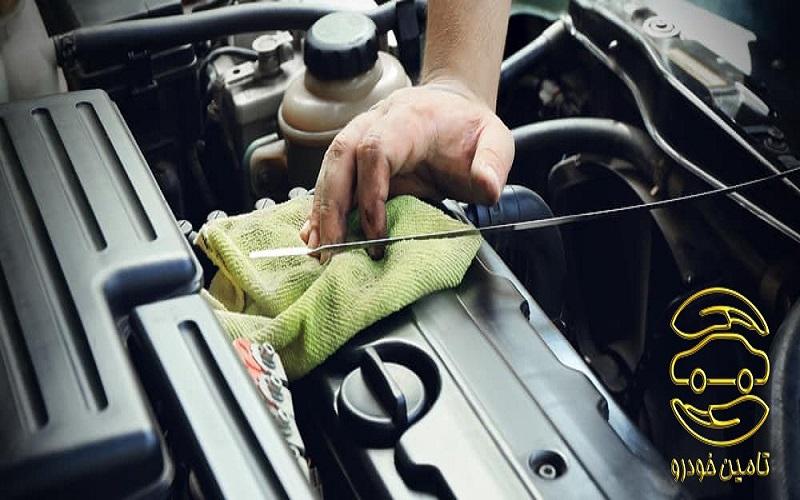 بررسی سطح روغن موتور